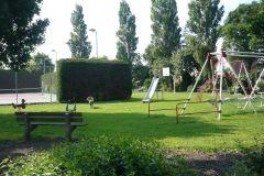 spiel-und-tennisplatz-finden-sie-mitten-im-park