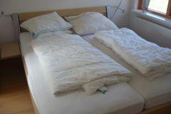 der-elternschlafzimmer-verfuegt-ueber-ein-doppelbett