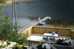 der-steg-zum-wasserspass-schwimmen-oder-paddeln-